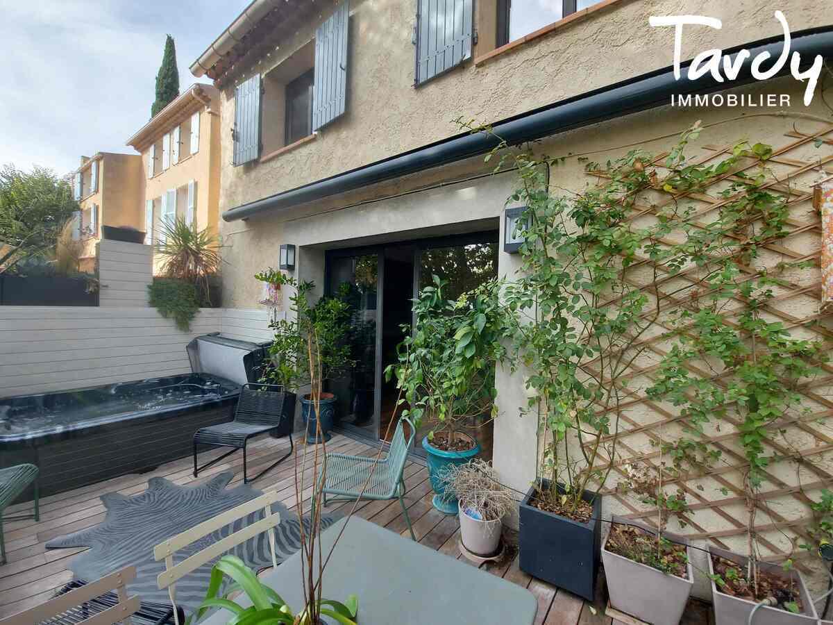 Maison de ville avec garage - centre village -  13510 Eguilles - Éguilles