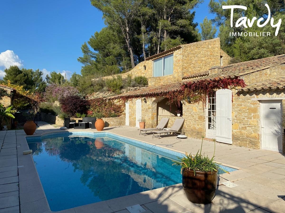 Longère Provençale, les vues, le charme et la pierre -  83330 LE CASTELLET - Le Castellet - PATTEBLANCHE 1ère MARQUE OFF-MARKET EN IMMOBILIER