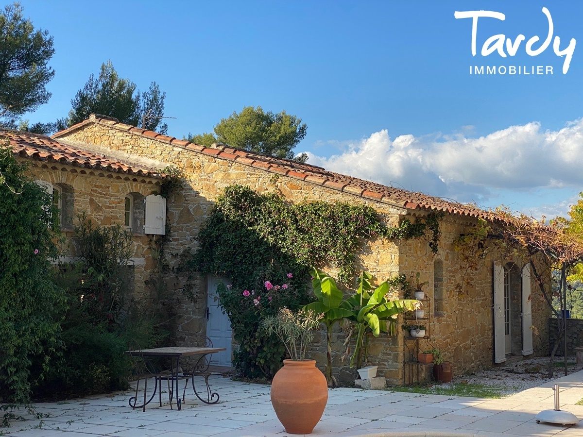 Longère Provençale, les vues, le charme et la pierre -  83330 LE CASTELLET - Le Castellet - VUE CAMPAGNE