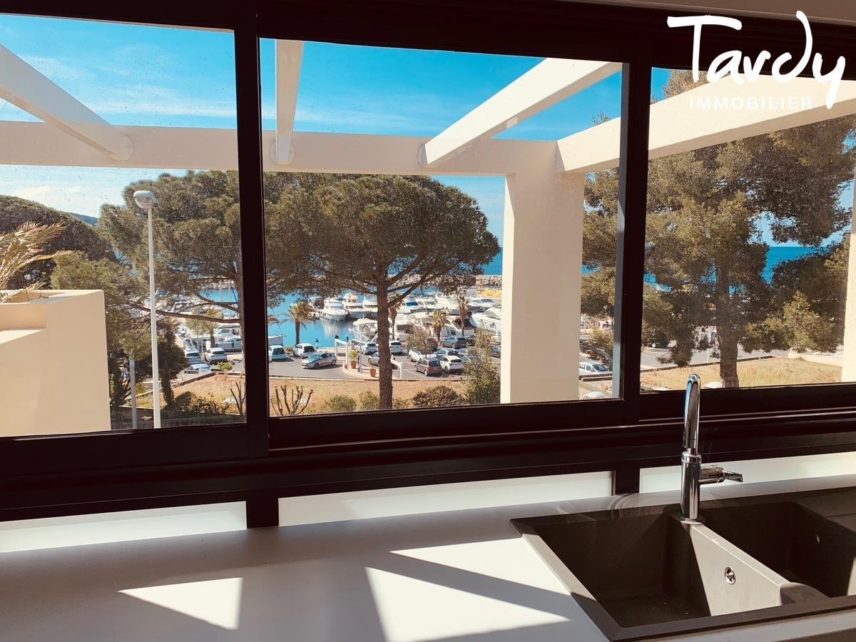 Appartement vue mer sur le port des Lecques - 83270 Saint-Cyr sur mer - Saint-Cyr-sur-Mer - Terrasse vue la mer aux Lecques