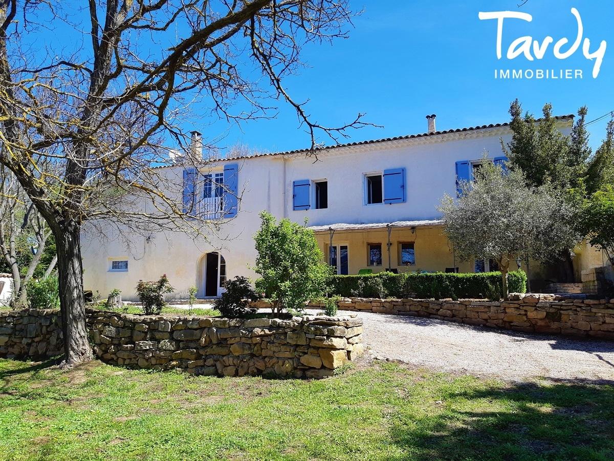 Relais de chasse  du XVIIème - 200 hectares cloturés - 13490 Jouques - Aix-en-Provence