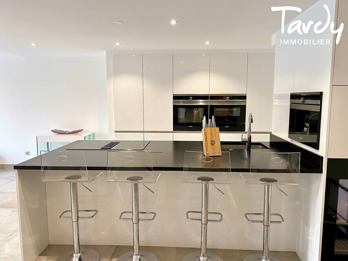 Appartement NEUF Contemporain - comme une villa - Bandol 83150  - Bandol - Cuisine Porcelanosa équipée