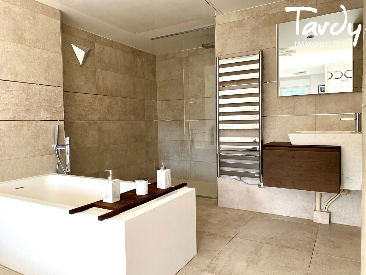 Appartement NEUF Contemporain - comme une villa - Bandol 83150  - Bandol - Salle de bain moderne