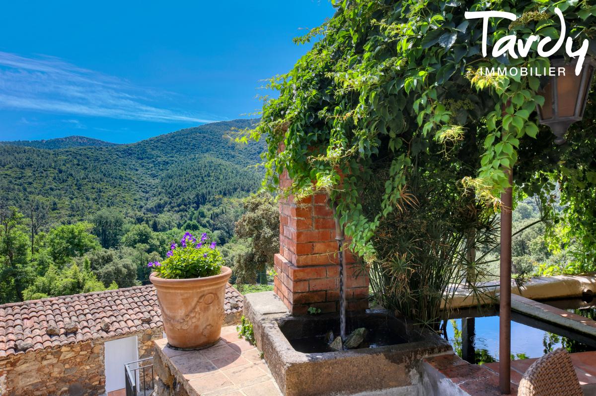 Bâtisse historique  du 16ème  sur 6 hectares- 83310 GRIMAUD - Grimaud - Mas en pierre campagne var