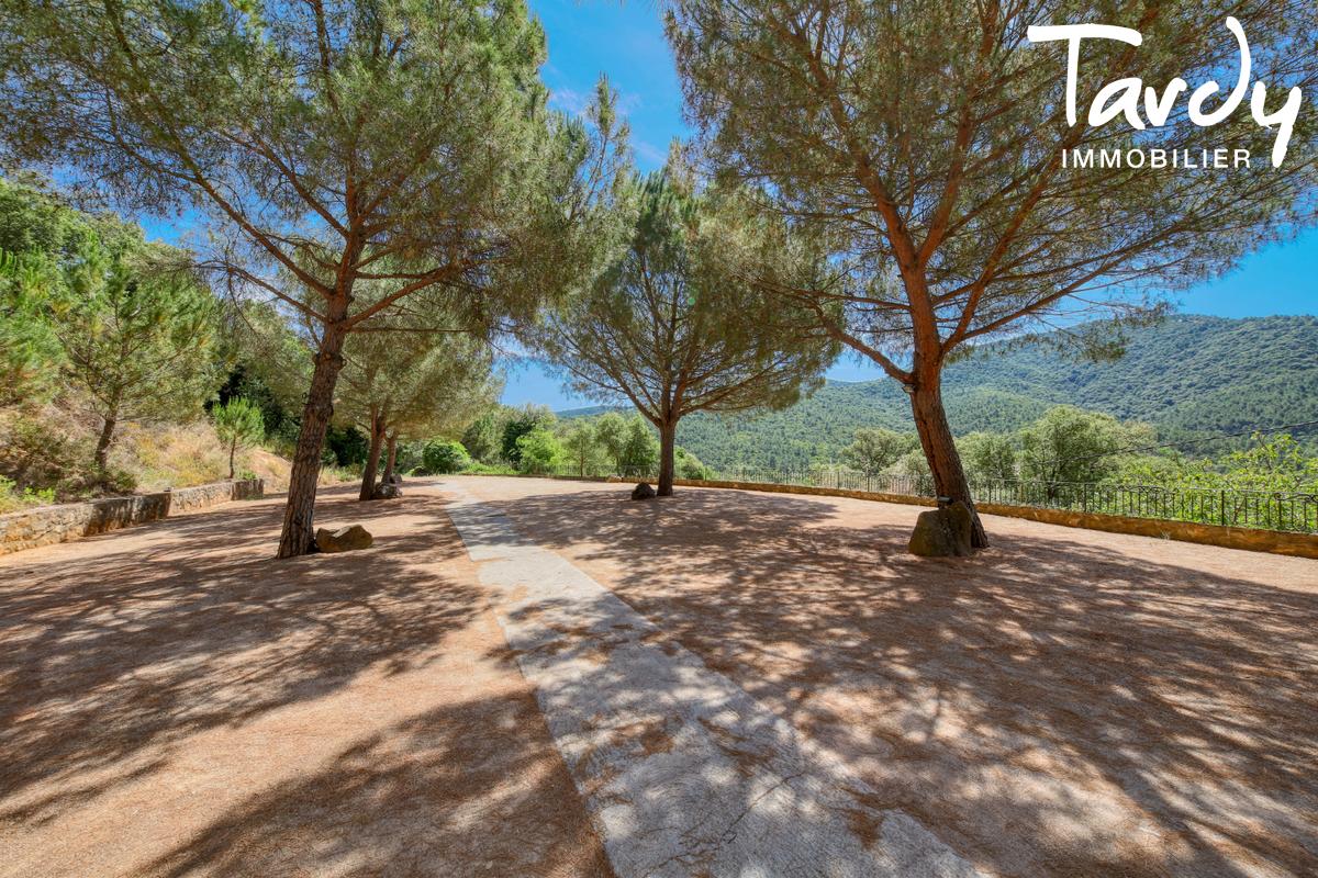 Bâtisse historique  du 16ème  sur 6 hectares- 83310 GRIMAUD - Grimaud - stone house in the vineyards cote d'azur