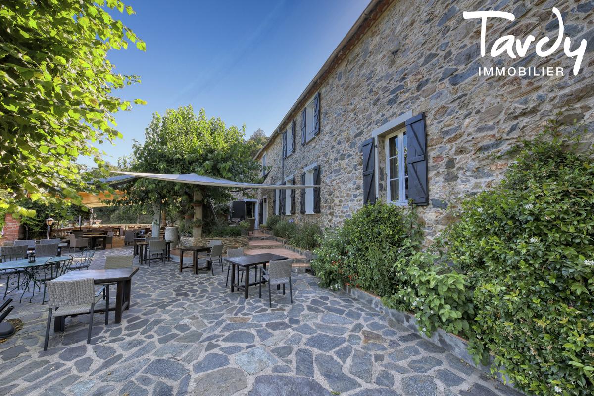 Bâtisse historique  du 16ème  sur 6 hectares- 83310 GRIMAUD - Grimaud - stone property exception Saint-Tropez