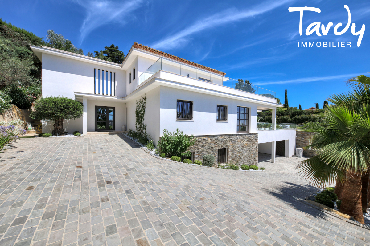 Villa  neuve contemporaine vue mer 83380 LES ISSAMBRES - Les Issambres - bedrooms with sea view french riviera