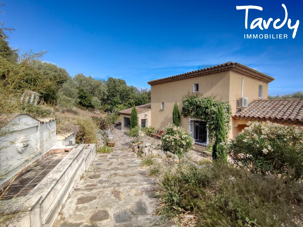 Villa avec piscine et grand terrain - 83310 - GRIMAUD - Grimaud - Propriété d'exception à vendre
