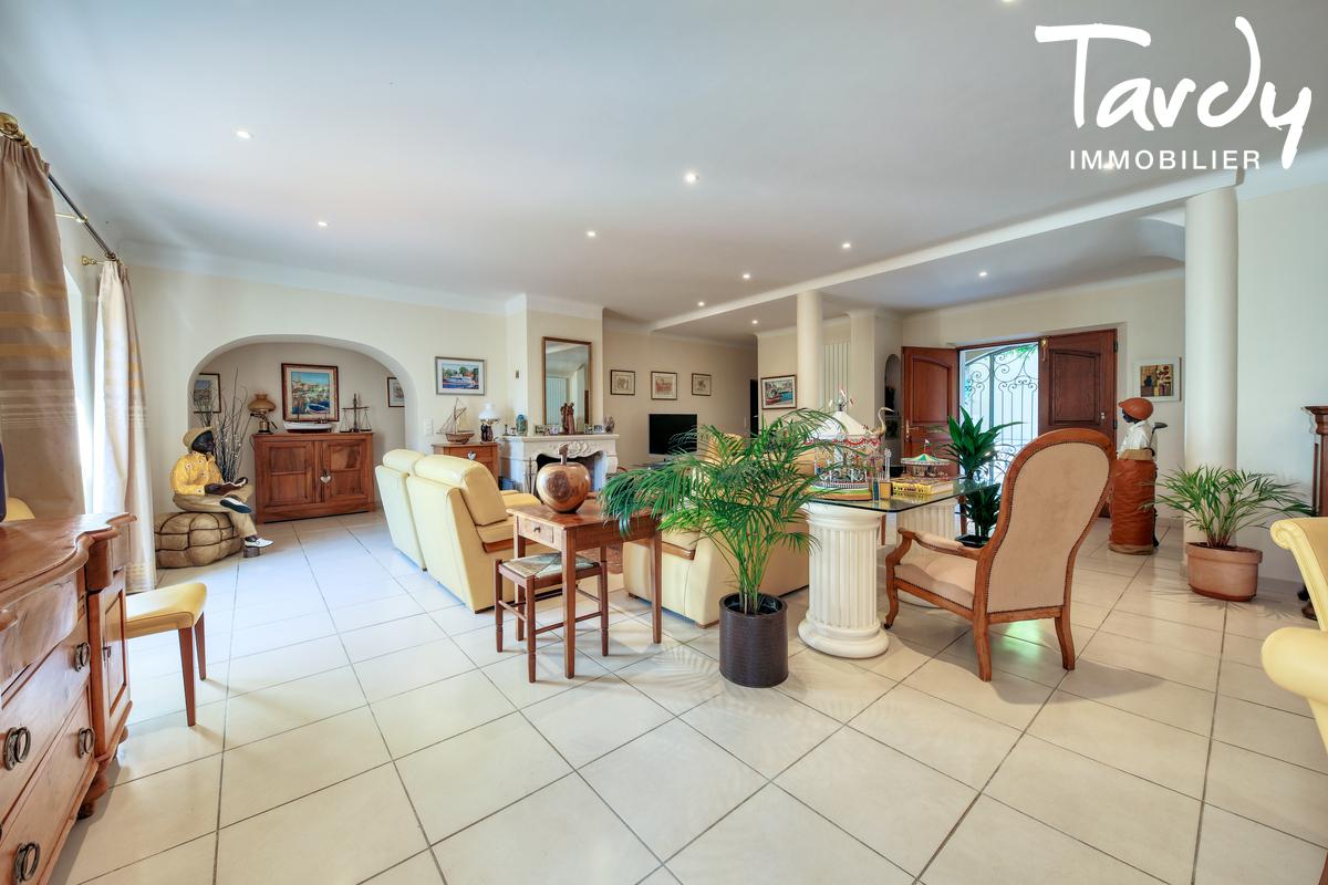 Propriété de 3 villas indépendantes - 83300 - DRAGUIGNAN  - Draguignan - Villas de grand standing à vendre