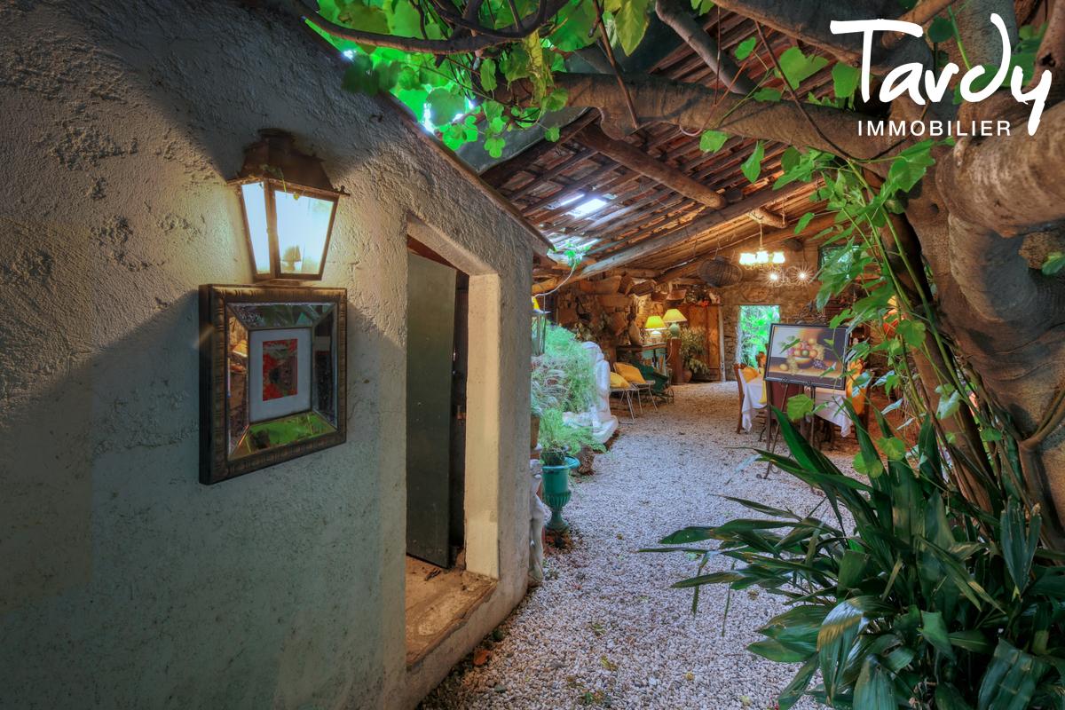 Ferme en pierre avec jardin - proche Saint-Tropez - 83310 COGOLIN - Cogolin - Village house with garden for sale