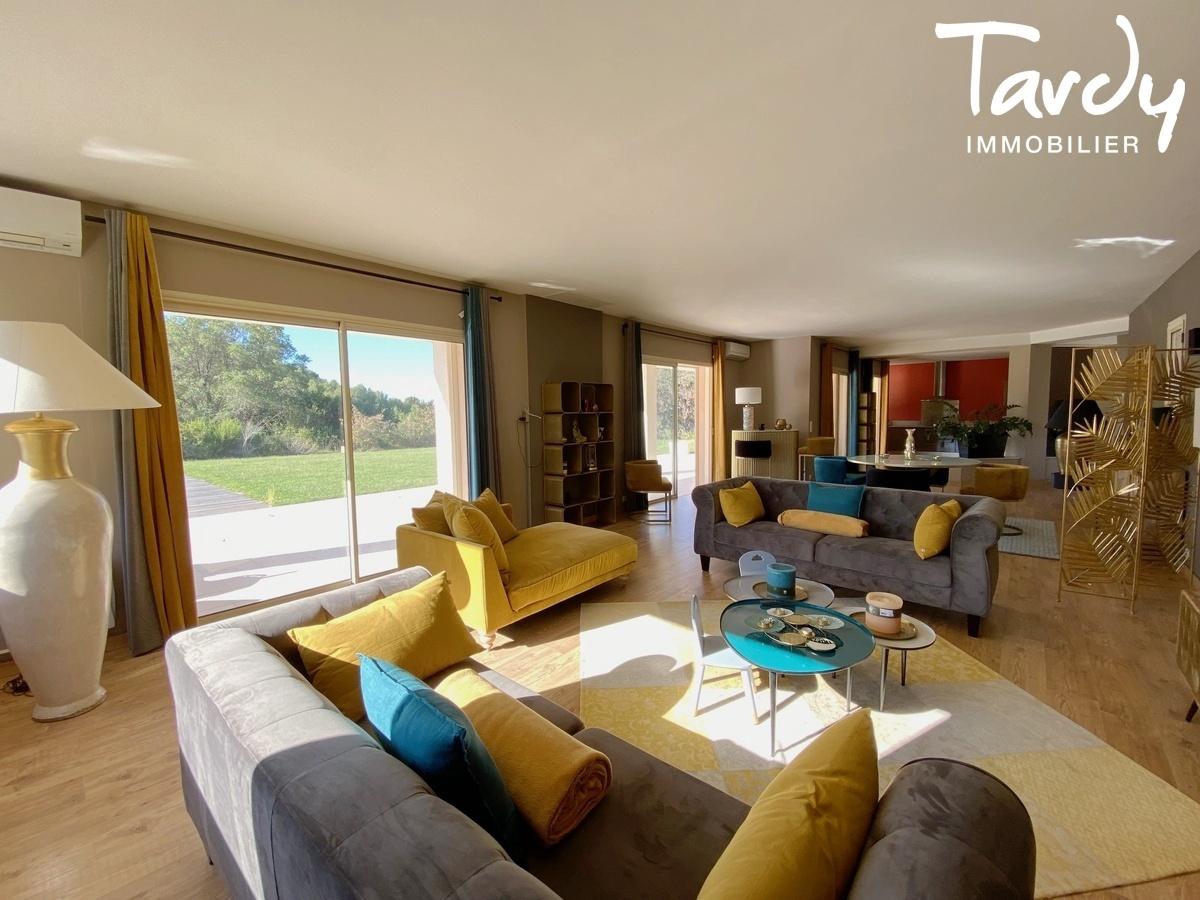 Villa de plain-pied, proche Golf de la Frégate et calanque Port d'Alon - 83740 LA CADIERE D'AZUR - La Cadière-d'Azur - PATTE BLANCHE