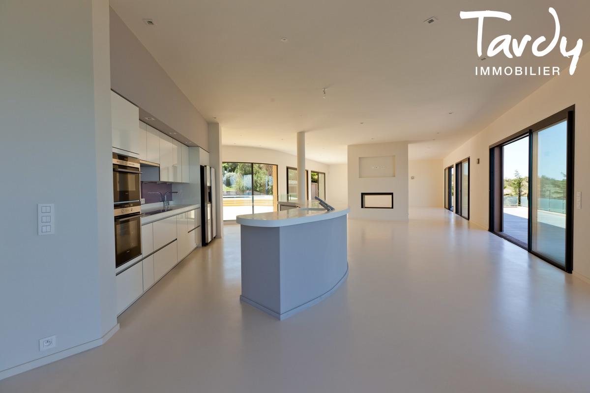 Villa contemporaine pieds dans l'eau - 83140 Six-Fours-Les-plages - Six-Fours-les-Plages